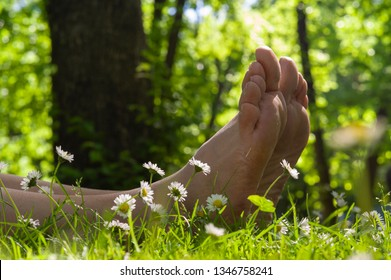 Bare feet and the little white daisy in Arrowtown, New Zealand