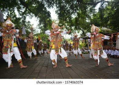 baris dance at the Tirta Empul temple welcomes ceremonies for Hinduism (bali, februari 3th 2017)