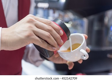 Barista hands to make art coffee