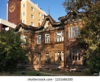 BARNAUL. ALTAI KRAI. RUSSIA. 24 SEPTEMBER 2016 : Old wooden house in Barnaul. Altai Krai. Western Siberia. Russia