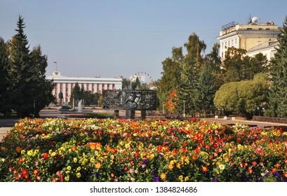 BARNAUL. ALTAI KRAI. RUSSIA. 24 SEPTEMBER 2016 : Veterans square and  building of administration of Altai krai in Barnaul. Altai Krai. Western Siberia. Russia