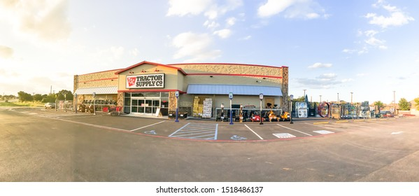 BARNTONVILLE, TX, US-SEPT 28, 2019: Panorama view facade of Tractor Supply store Argyle. Retail chain for home improvement, agriculture, lawn and garden maintenance, and livestock, equine and pet care