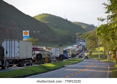 Barra Mansa, Brazil - november 29, 2017: Main Presidente Dutra Highway linking the city of Sao Paulo to Rio de Janeiro near KM 277 with congestion due to an accident in the road.