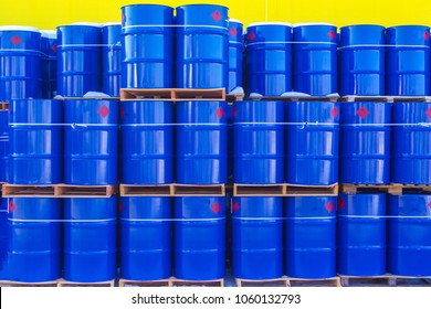 Barrels of 200 liters. Warehouse for barrels. Warehouse of chemical products. Storage of chemicals. Fertilizers. Chemicals.