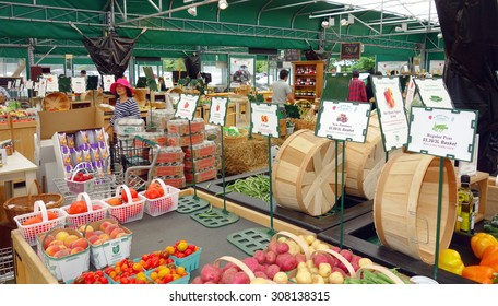 BARRIE, CANADA - AUGUST 8, 2015: A farmers market in Barrie, Canada.