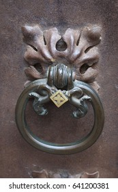 BARSELONA, CATALONIA - SEPTEMBER 15, 2016; Door knob on the gate of the building in Barselona historic centre