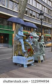 BARSELONA. SPAIN. 02 FEBRUARY 2009 : Living sculpture at La Rambla in Barcelona. Spain