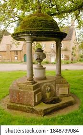 Barton-on-the-Heath fountain memorial on village green