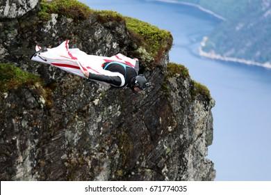 Base jumping Kjerag, Norway