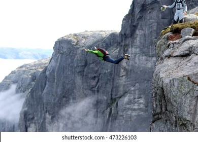 Basejumper in Norway