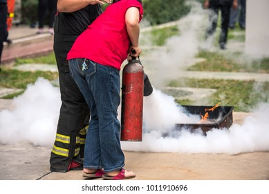 Basic Fire Fighting and Evacuation Fire Drill Simulation Training For Safety in Condominium or Factory