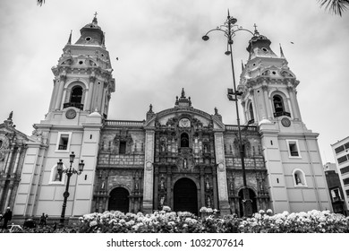The Basilica Cathedral of Lima in black and white