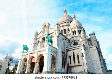 Basilica of Sacre Coeur in Paris on sunny day.