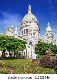 """The basilica Sacre Coeur (""""Basilica of the Sacred Heart of Jesus"""") on Montmartre in Paris, France."""
