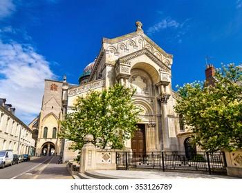 Basilique Saint-Martin de Tours - France