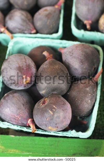 baskeks of figs