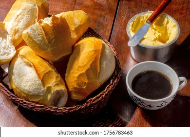 "Basket of ""French bread"", traditional Brazilian bread"