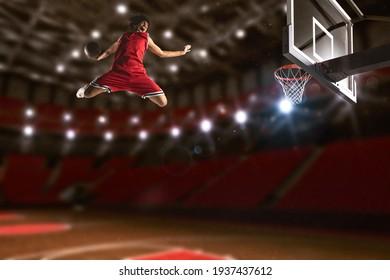 Basketballspiel mit einem Springspieler, um einen Samen in den Basketballkorb zu werfen