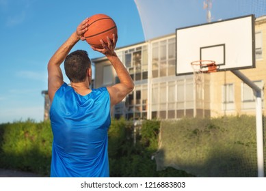 Basketball player in free throw.