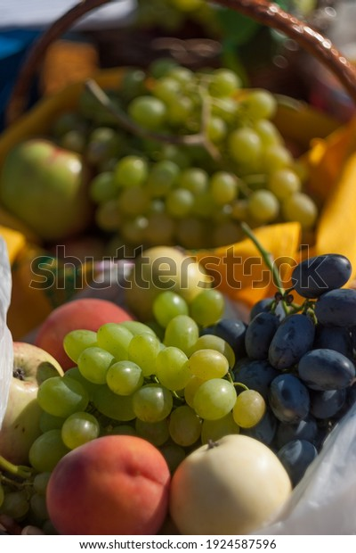 baskets-ripe-fruits-fair-apples-600w-192