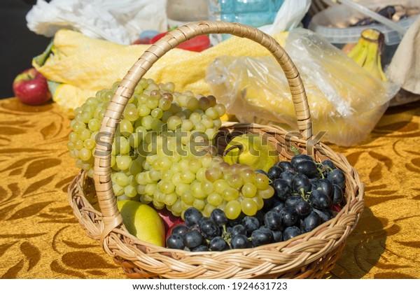 baskets-ripe-fruits-fair-apples-600w-192