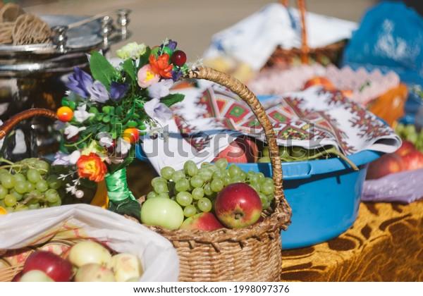 baskets-ripe-fruits-fair-apples-600w-199