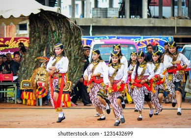 Batam 11-11-2018, Jathil is a traditional dance of a horsemen and is one of the characters in the art of Reog Ponorogo, Reog Ponorogo is a traditional Javanese dance and culture from Indonesia