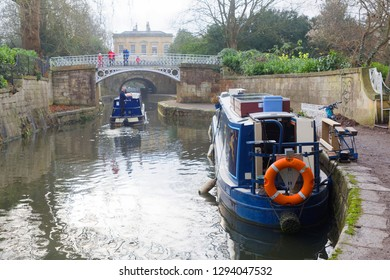 BATH, GREAT BRITAIN - DEC 25, 2018: Narrow boats in the Kennet and Avon canal  in the city Bath. December 25, 2018 in Bath, Great Britain