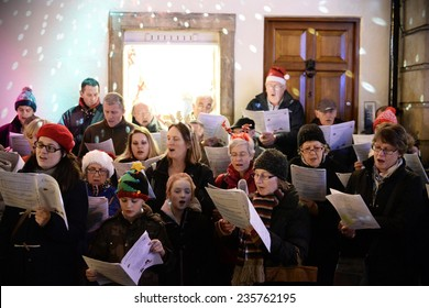 BATH - NOV 30: People sing carols at the Christmas Market in the streets surrounding Bath Abbey on Nov 30, 2014 in Bath, UK. The market is held annually in the historic Unesco World Heritage City.