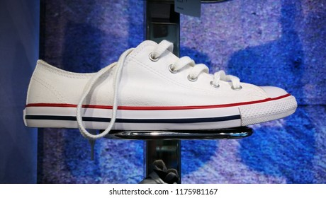 2514b17cf154 Converse Sneakers Images