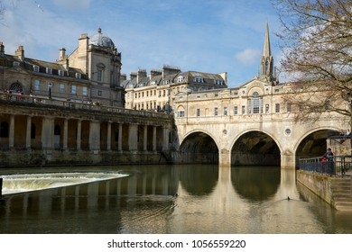 BATH, UK - 26 MARCH, 2018 : Great Pulteney Bridge, Pulteney Weir and the River Avon on a sunny spring day.