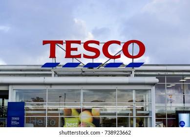 BATHGATE, SCOTLAND, UK - OCTOBER 11, 2017. Tesco supermarket Sign outside the store.