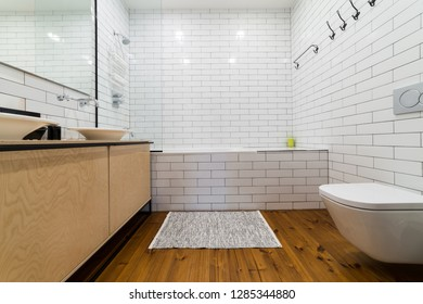 Bathroom with two ceramic sinks