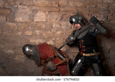 The battle of two warriors in the dungeon.