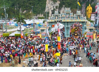 BATU CAVE, MALAYSIA - JAN 20 : Large crowd at the entrance during Thaipusam on January 20, 2011 at Batu Cave temple, Malaysia.