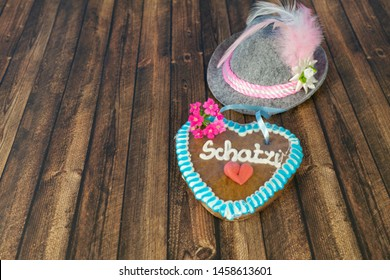 Bavarian hat with a heart of gingerbread and the German word for sweetheart