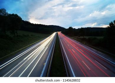 Bayerische Autobahn abends