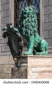 Bavarian lion statue at Munich Alte Residenz palace in Odeonplatz. Residenz royal palace of the Bavarian kings: view of the Festival Hall Building from the Court Garden in Renaissance baroque style