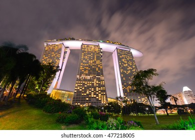 BAYFRONT AVENUE, SINGAPORE-AUGUST 27: The Marina Bay Sands Resort On August 27, 2015 In Bayfront, Singapore. Marina Bay Sands Resort Is Billed As The Worlds Most Expensive Standalone Casino Property