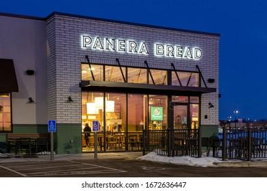 BAYPORT, MN/USA - FEBRUARY 22, 2020: Panera Bread restaurant exterior at twighlight and trademark logo.