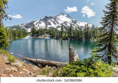 Bays Lake and Mount Jefferson. Mt Jefferson Wilderness Area, Oregon.