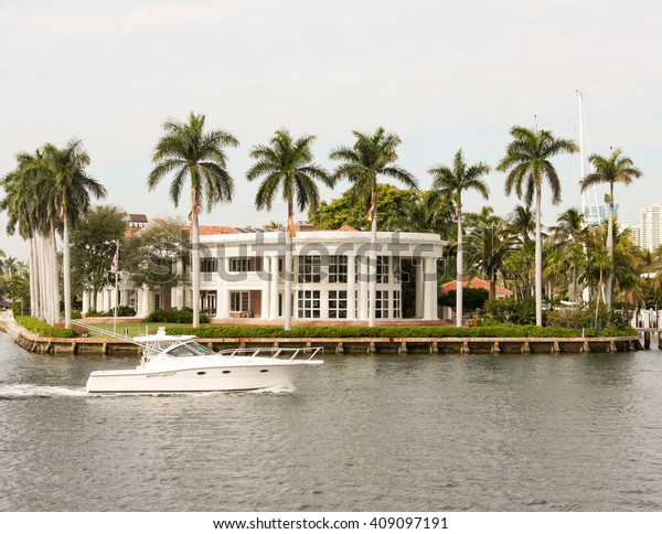 Bayside home in Miami Florida with boat