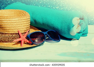 Beach background with hat and glasses of blue