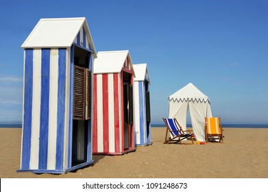 Beach cabins and a beach tent with toys at the seaside