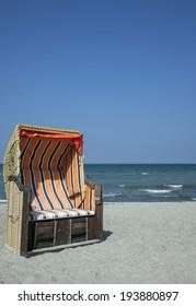 beach chair woth blue ksy