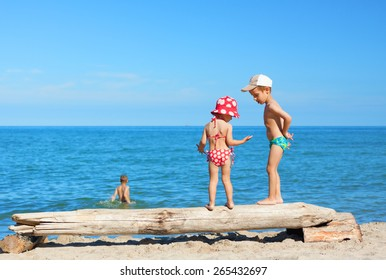 beach children play together summer vacations