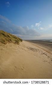 Strand und Dünen auf der Nordseeinsel Spiekeroog.