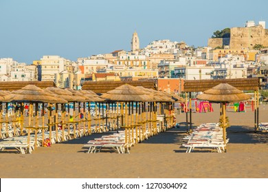 The beach equipped with umbrellas to Vieste at sunset