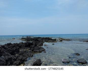 Beach Horizons of Hawaii off the coast