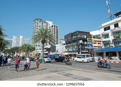 the beach Road with the ao Pattaya Bay in the city of Pattaya in the Provinz Chonburi in Thailand.  Thailand, Pattaya, November, 2018